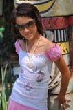 Jeune fille avec des lunettes de soleil image libre de droits