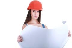 Jeune fille avec des outils pour la construction et une affiche vide Photographie stock libre de droits