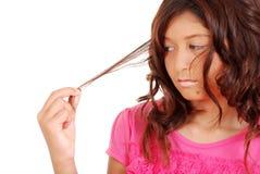 Jeune fille avec des problèmes de cheveu Photographie stock