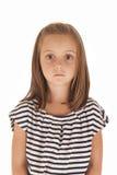 Jeune fille avec l'expression stoïque de grands yeux Photo stock