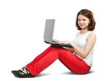 Jeune fille avec l'ordinateur portatif Photographie stock libre de droits
