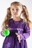 Jeune fille avec la bille Image libre de droits