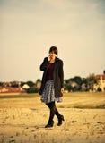 Jeune fille avec la rétro jupe photo stock