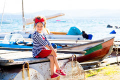 Jeune fille avec le bateau Photos stock