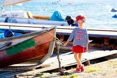 Jeune fille avec le bateau Image libre de droits