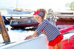 Jeune fille avec le bateau Photographie stock