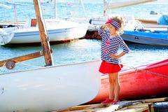 Jeune fille avec le bateau Photo libre de droits