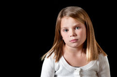 Jeune fille avec le chandail blanc image libre de droits