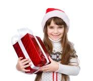 Jeune fille avec le chapeau rouge de Santa tenant le boîte-cadeau D'isolement sur le blanc Image libre de droits