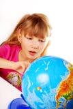 Jeune fille avec le globe Images libres de droits