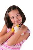 Jeune fille avec le jouet de peluche Images libres de droits