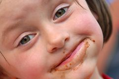 Jeune fille avec le visage malpropre Photographie stock
