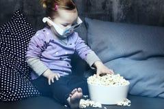 Jeune fille avec les verres 3D Photos stock
