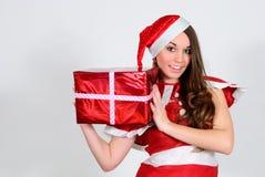 Jeune fille avec un cadeau sur un fond blanc Image libre de droits