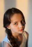 Jeune fille belle avec un tresse images stock