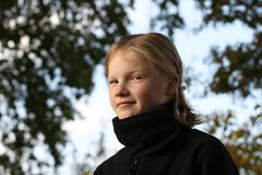 Jeune fille blonde photographie stock libre de droits