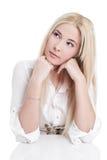 Jeune fille blonde réfléchie d'isolement photos libres de droits