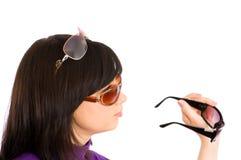 Jeune fille dans des lunettes de soleil Images libres de droits
