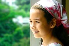 Jeune fille dans la bandanna rose Images stock