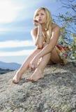 Jeune fille dans la nature Photographie stock libre de droits