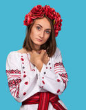 Jeune fille dans le costume national ukrainien Photos libres de droits
