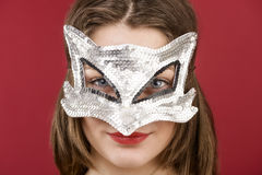 Jeune fille dans le masque décoratif Photographie stock libre de droits
