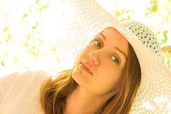 Jeune fille dans un chapeau Images libres de droits