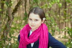 Jeune fille dans une forêt Photos stock