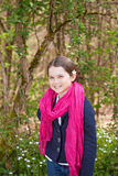 Jeune fille dans une forêt Images libres de droits