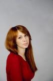 Jeune fille dans une robe rouge Images libres de droits