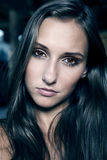 Jeune fille de brunette de verticale sexy Photographie stock