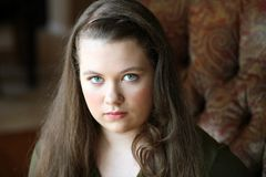 Jeune fille de l'adolescence réelle avec le long cheveu Photo stock