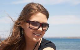 Jeune fille de sourire Photographie stock libre de droits