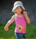 Jeune fille dehors Photographie stock