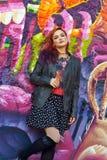 Jeune fille devant le graffiti Image libre de droits