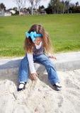 Jeune fille en stationnement Photos libres de droits