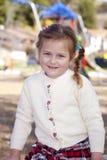 Jeune fille en stationnement Images libres de droits