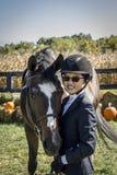 Jeune fille et cheval Image libre de droits
