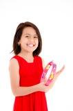 Jeune fille faisant la musique avec le tambour de basque sur le blanc Photographie stock libre de droits