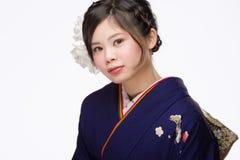 Jeune fille japonaise dans le kimono Photo stock