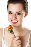 Jeune fille mangeant des légumes Photographie stock libre de droits