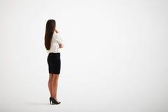 Jeune fille portant des contacts formels de vêtements à son menton image stock
