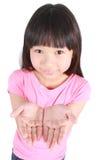 Jeune fille présent l'espace de copie Photos libres de droits