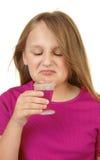 Jeune fille prenant la médecine Images stock