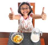 Jeune fille prenant le petit déjeuner VIII Photographie stock libre de droits