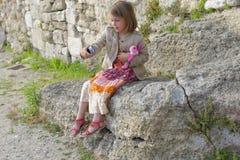 Jeune fille prenant un selfie Images stock
