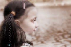 Jeune fille rêvassant Photo stock