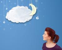 Jeune fille regardant des nuages de nuit de bande dessinée avec la lune Photographie stock libre de droits