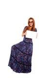 Jeune fille retenant un panneau Images stock