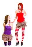 Jeune fille sur des genoux parlant en faveur sa amie stricte Photographie stock